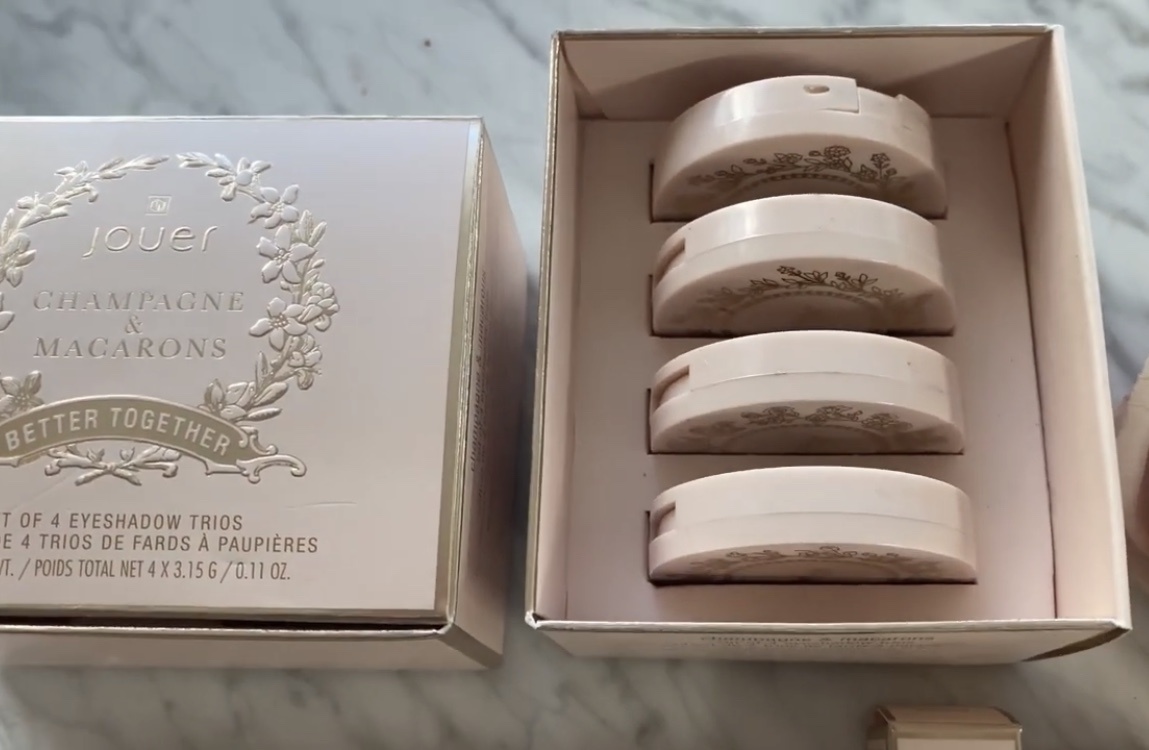 Jouer Champagne and Macaroons