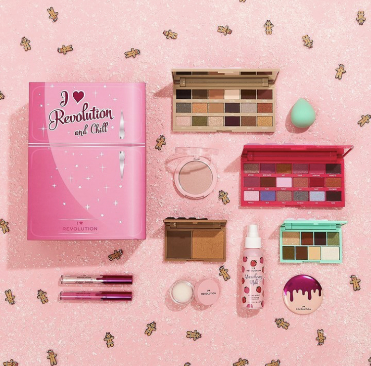 I Heart Revolution And Chill Makeup Gift Set