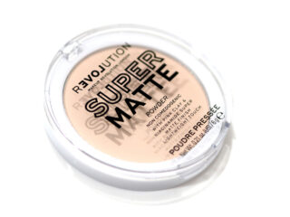 Relove By Revolution Super Matte Powder Review / Swatches