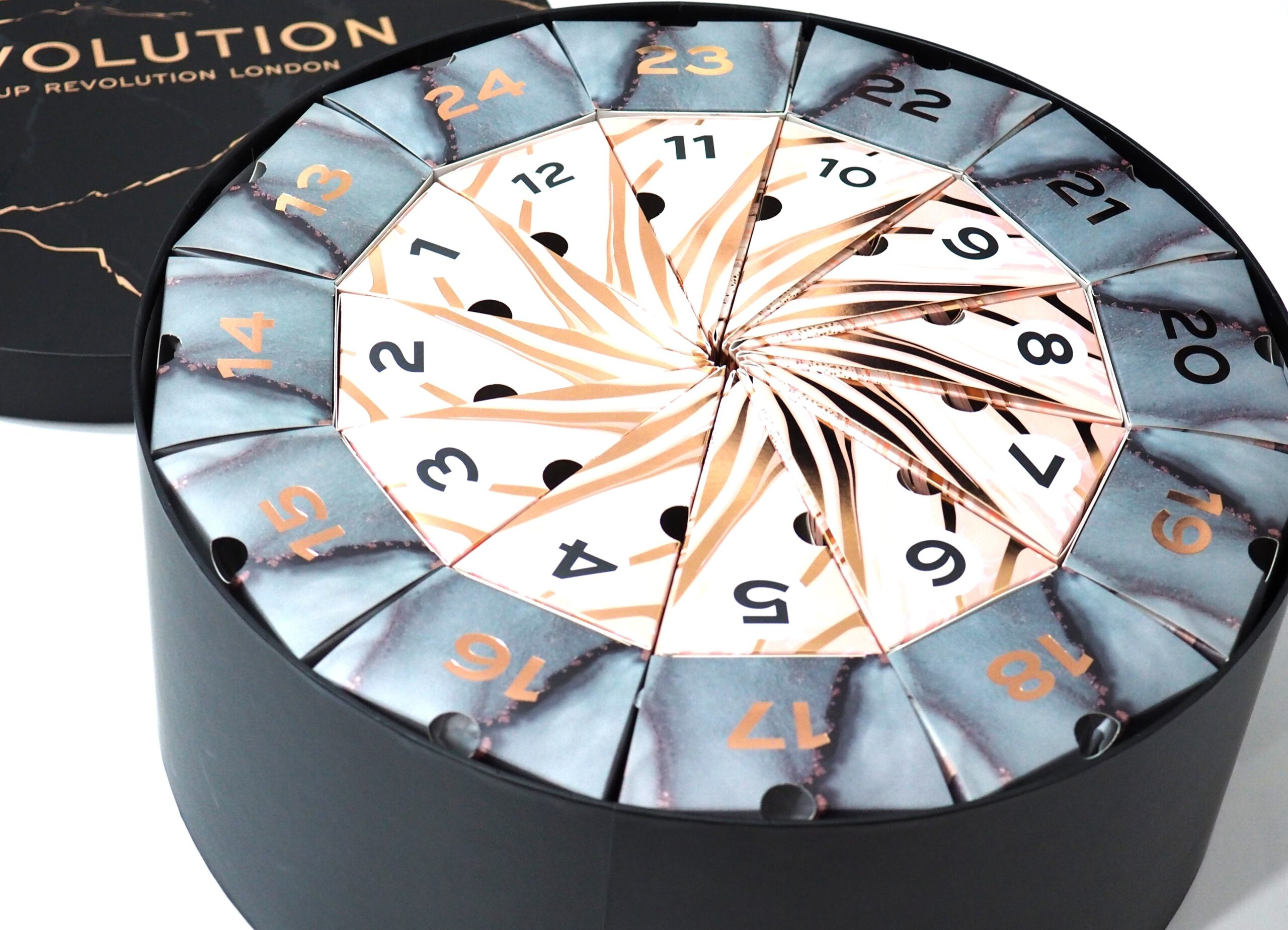 Revolution Deluxe Advent Calendar 2021 Unboxing, Review and Swatches! PLUS